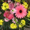 Aranjament in cos cu trandafiri, gerbera, crizantema