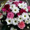 Aranjament in cos cu trandafiri, gerbera, garoafe, crizanteme