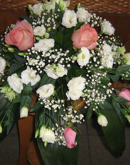 AN-01 Aranjament masa prezidiu in vas ceramic cu trandafiri