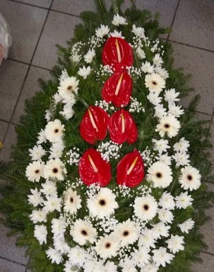 Coroana brad natural cu anthurium rosu, gerbera albe