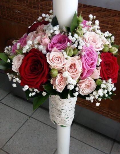 Lumanare cununie pe rotund cu trandafiri