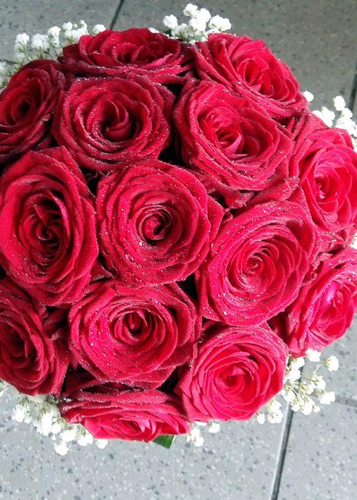 BM-20 Buchet nunta rotund din 15 trandafiri rosii ,gypsophila si aspidistra intoarsa la baza-165